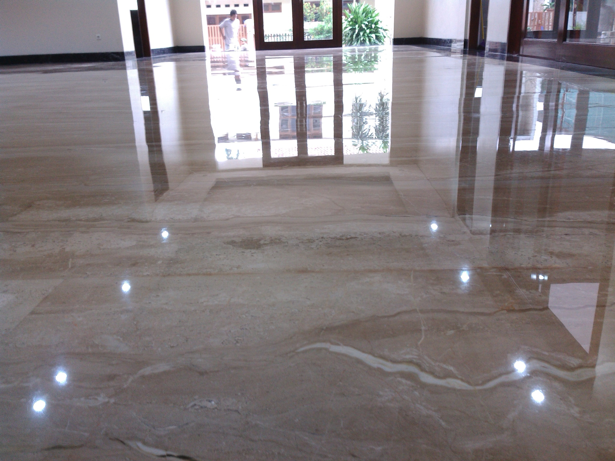 lantai marmer masjid